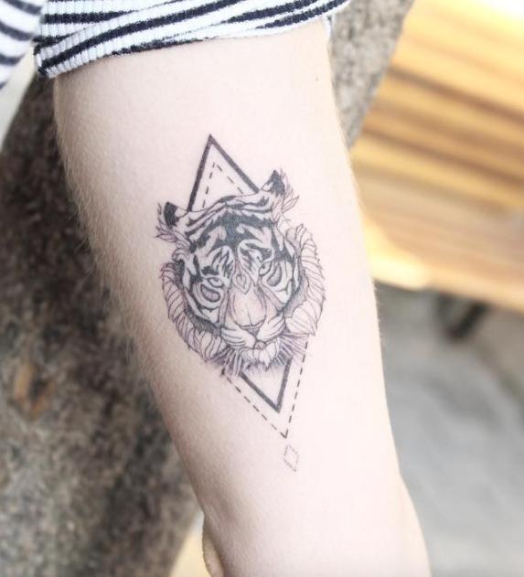 66b2e2ffb Wild Tiger Tattoo | ink | Tatuajes pequeños, Tatuajes femeninos ...