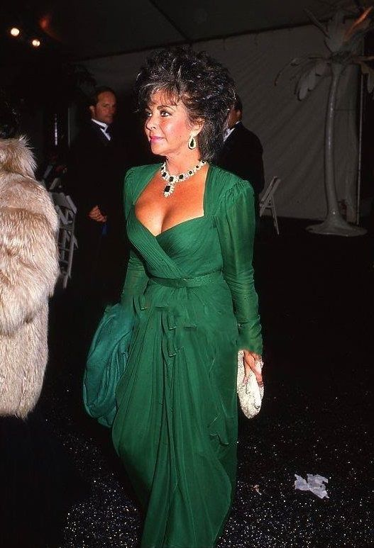 Elizabeth Taylor In A Green Dress To For
