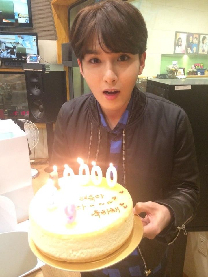 141105 Ryeowook Twitter Update: thanks for congratulating me for my 10000 days^^