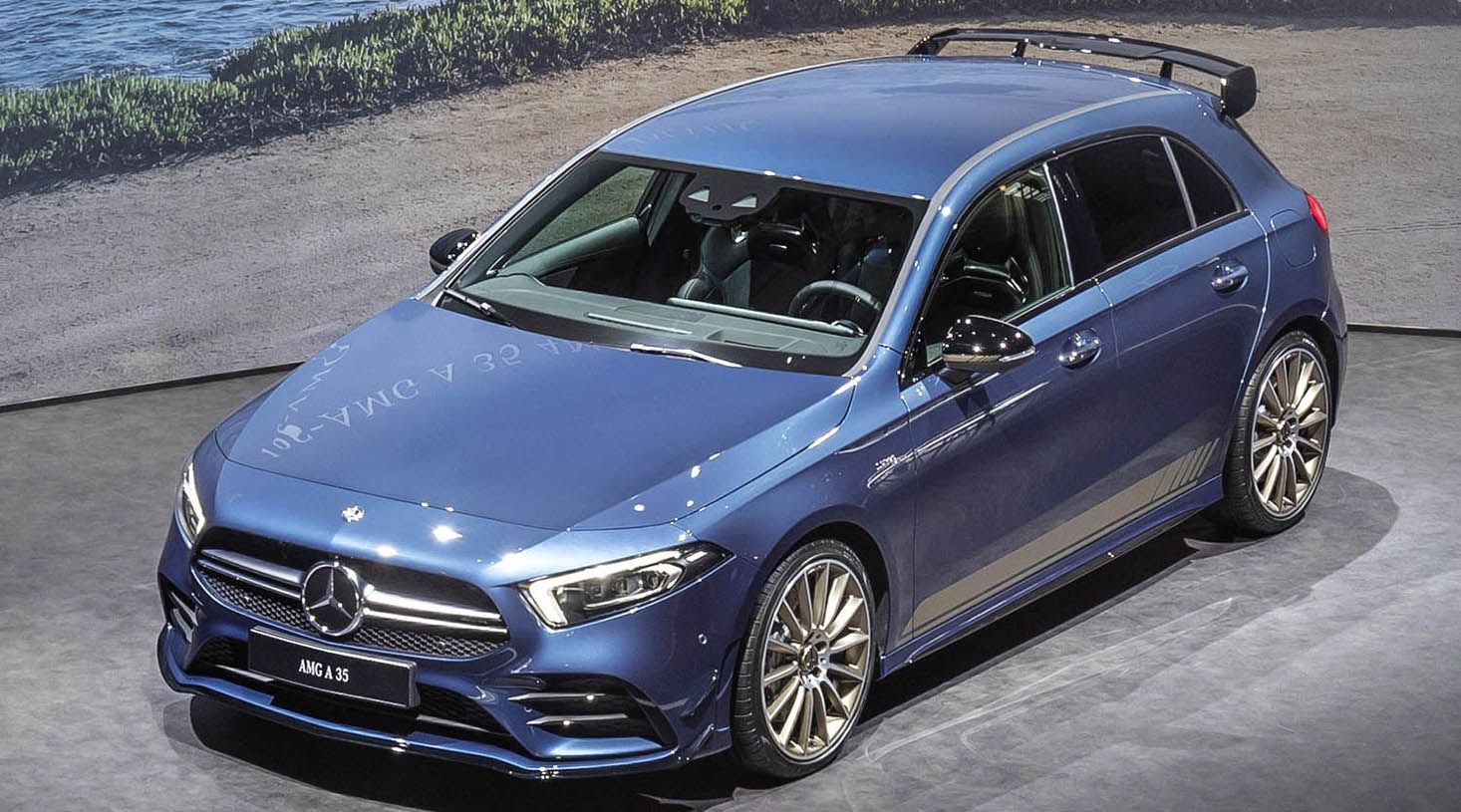 مرسيدس آي أم جي آي 35 هاتشباك من أجمل السيارات المدمجة الرياضية والهجينة في العالم موقع ويلز Mercedes Amg Mercedes Mercedes Benz