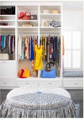 mi piace il mio armadio. Ho un sacco di vestiti