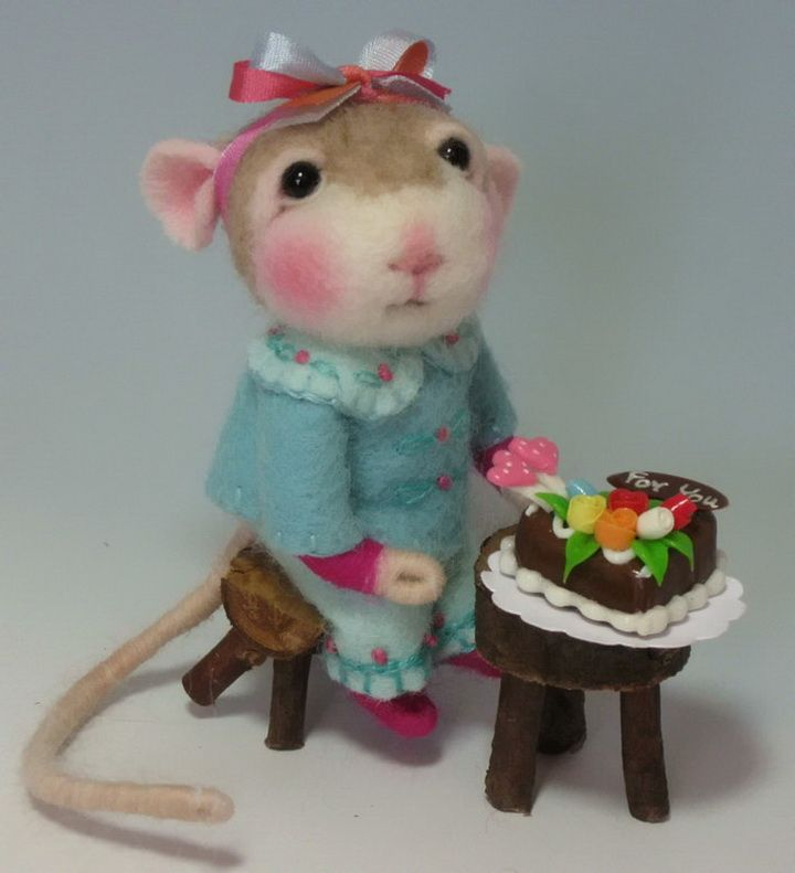 Lint Mouse With Birthday Cake.