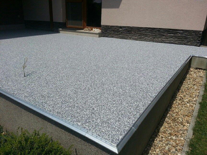 Terasa rodinného domu.   Ukončenie pomocou profilu K20, originálne vyvinutý pre kamenný koberec.  #art4you #art4youpodlahy #kamennykoberec #kamenny #koberec #podlaha #podlahy #liatepodlahy