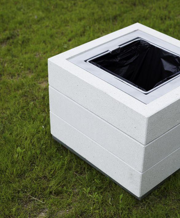 La colección Quadratus crece de forma vertical, creando alcorques, jardineras, asientos o papeleras. #mobiliario #urbano