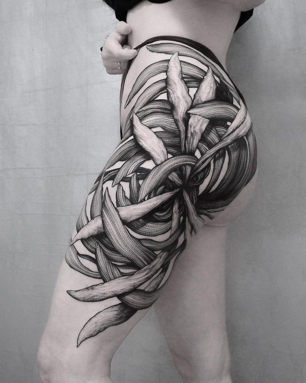 Cool tätowierung der einzigartigen blumenhüfte tattoo ideen