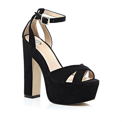 2692195f240ce Sandalias negras Zapatos De Tacones