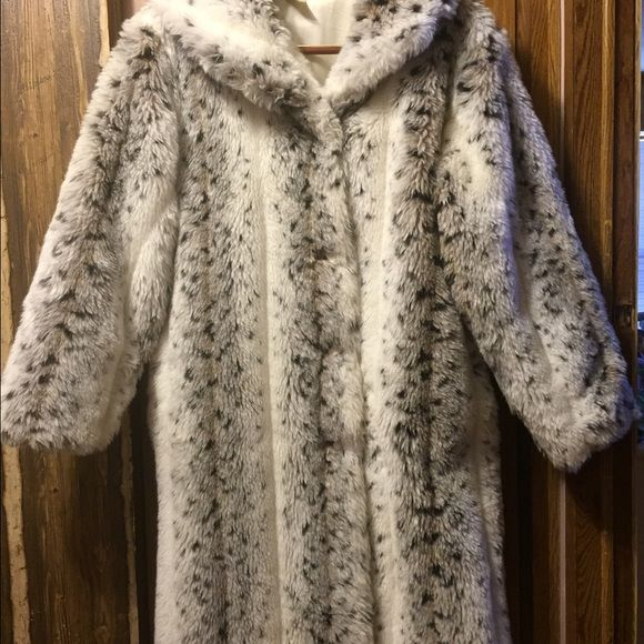 Faux Fur Coat Black ,White, wash in cold water in machine,  How Cool is that... Beautiful and comfy , Will keep you warm in these winter months................Size 16 Jackets & Coats Trench Coats