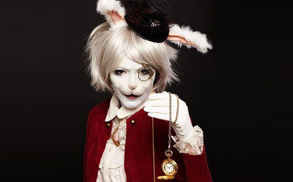 Inspiration Alle Accessoires Und Eine Schmink Anleitung Damit Du Dein Alice Im Wunderland Hase Kostüm Selber Machen Kannst