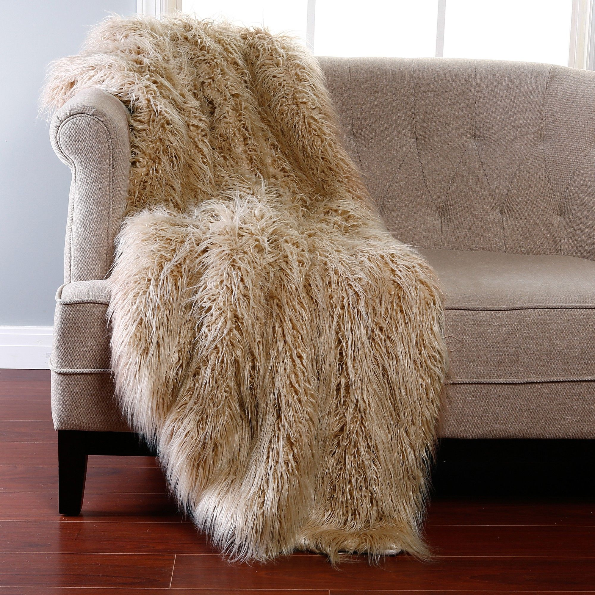 Warm Up Your Sofa Bed And Bed Using Faux Fur Throw Blanket ... for Sheep Fur Blanket  83fiz
