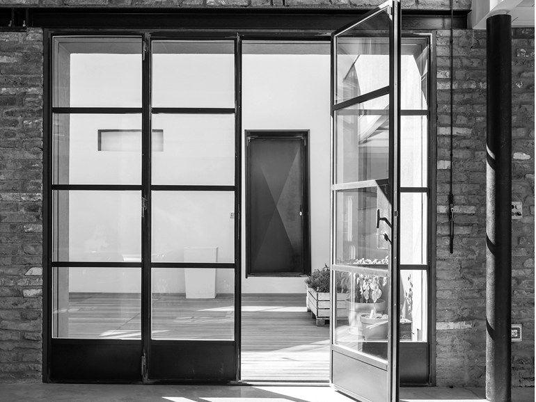 Puerta de patio abatible en acero con corte t rmico for Puertas metalicas para patio