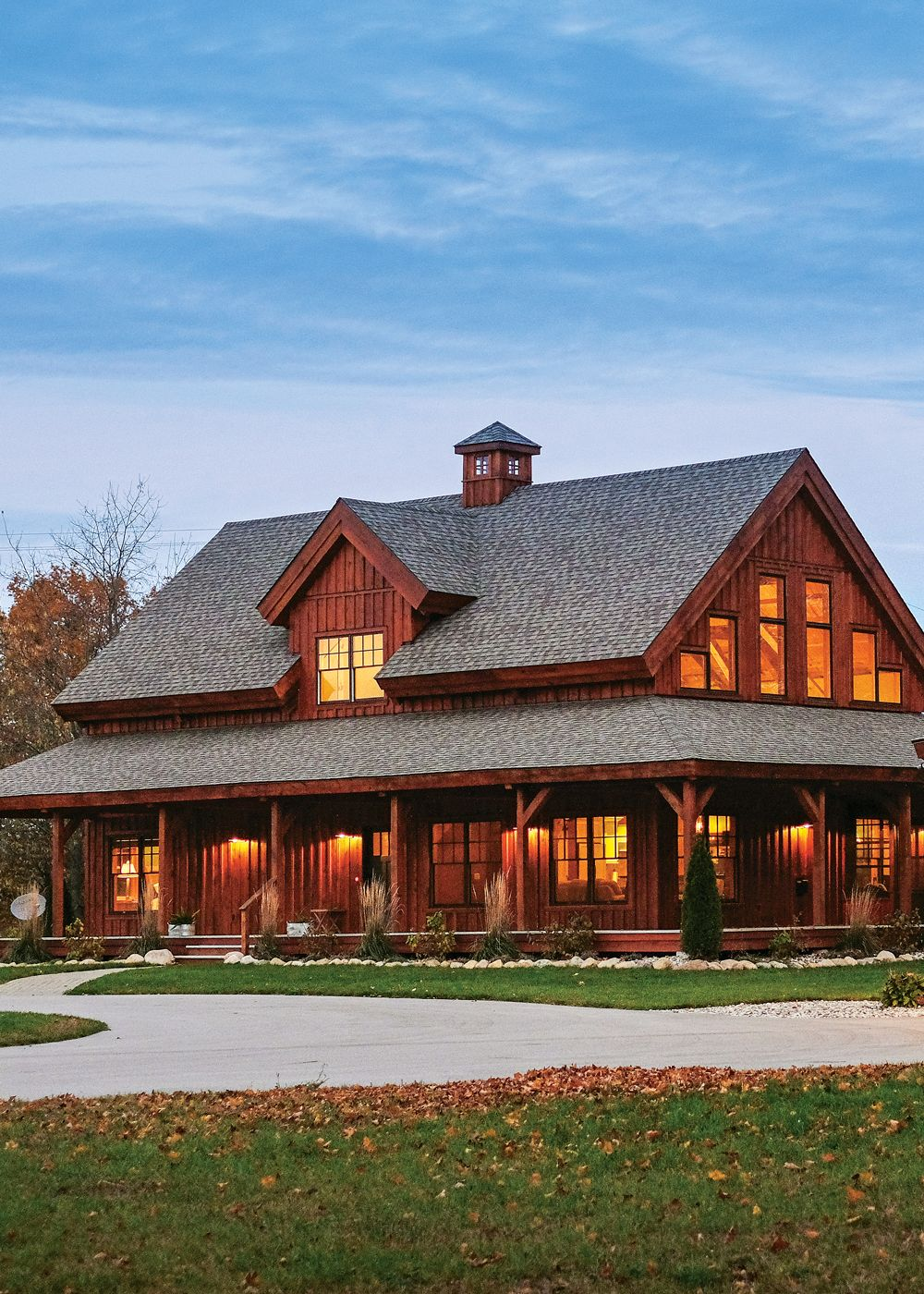 The Classic American Farmhouse Barn Style House Ranch Style Homes Barn House Plans