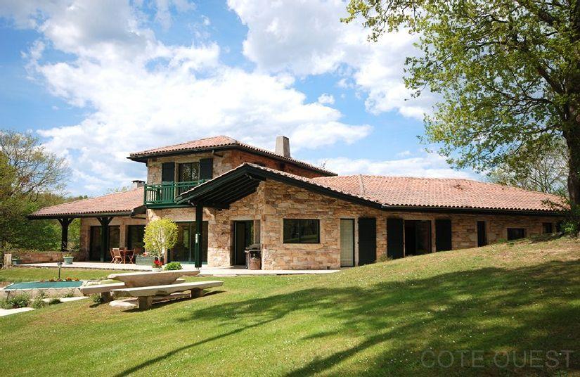Plan Maison Basque : Maison a vendre pays basque interieur