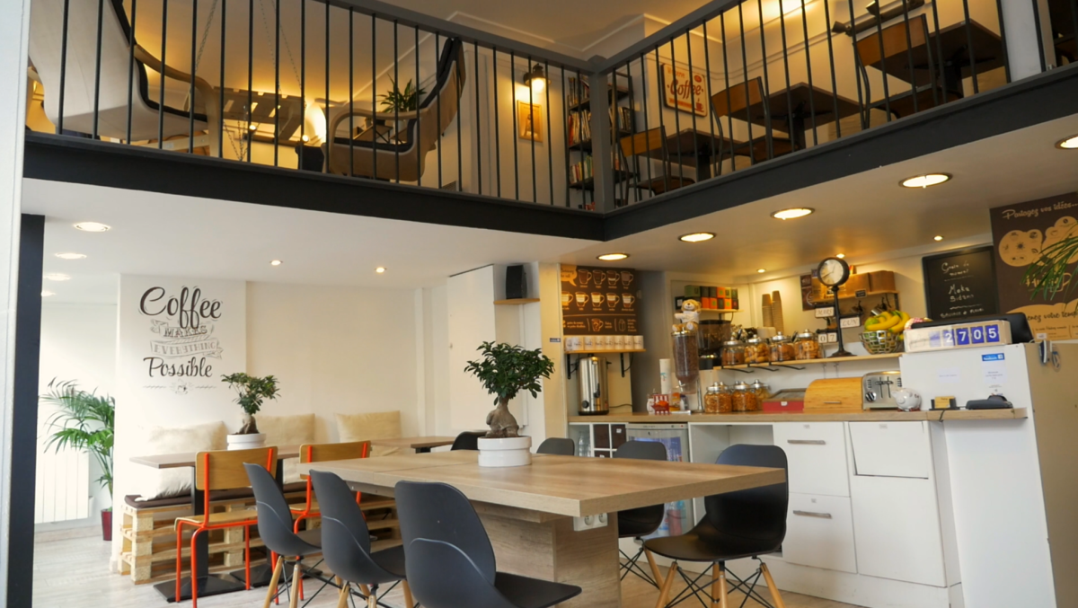 hubsy caf coworking paris prises l ctriques internet wifi gratuit impressions relieuse et. Black Bedroom Furniture Sets. Home Design Ideas