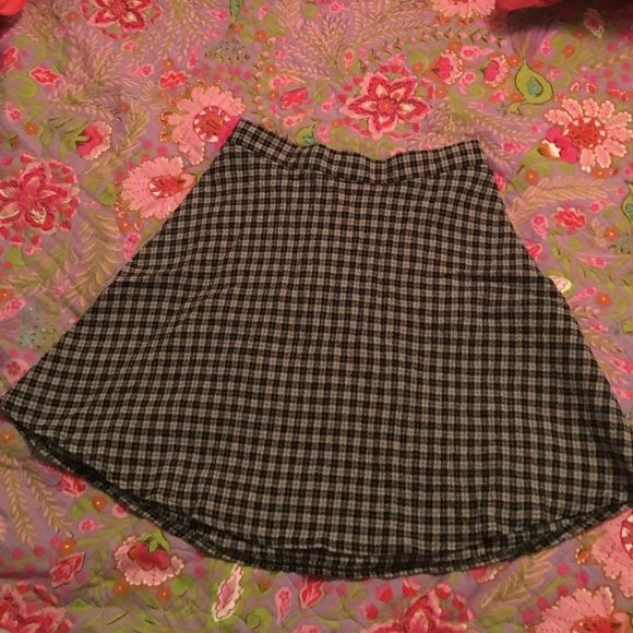 Plaid skirt Plaid skirt, worn once. Great condition, no flaws Garage Skirts Mini