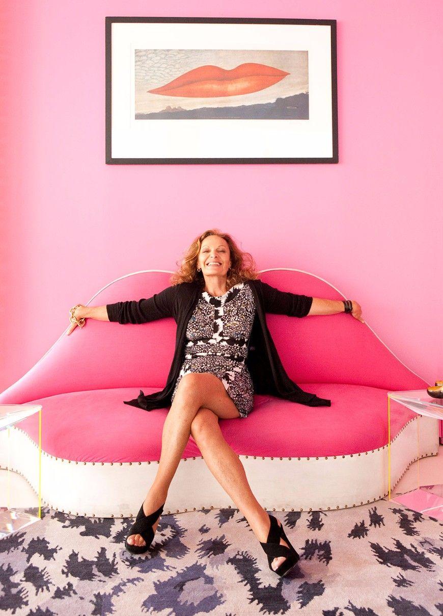 5 Inspiring Women Share Their Favorite Modern Sofas    Home Décor Trends   Design inspiration   Modern Design #HomeAmbiences # ColourTrends #ModernLivingRoom Read more: http://modernsofas.eu/2017/07/13/inspiring-women-share-favorite-modern-sofas/
