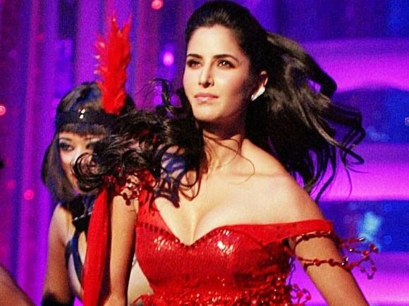 Top 7 Worst Wardrobe Malfunctions Of Bollywood Actresses