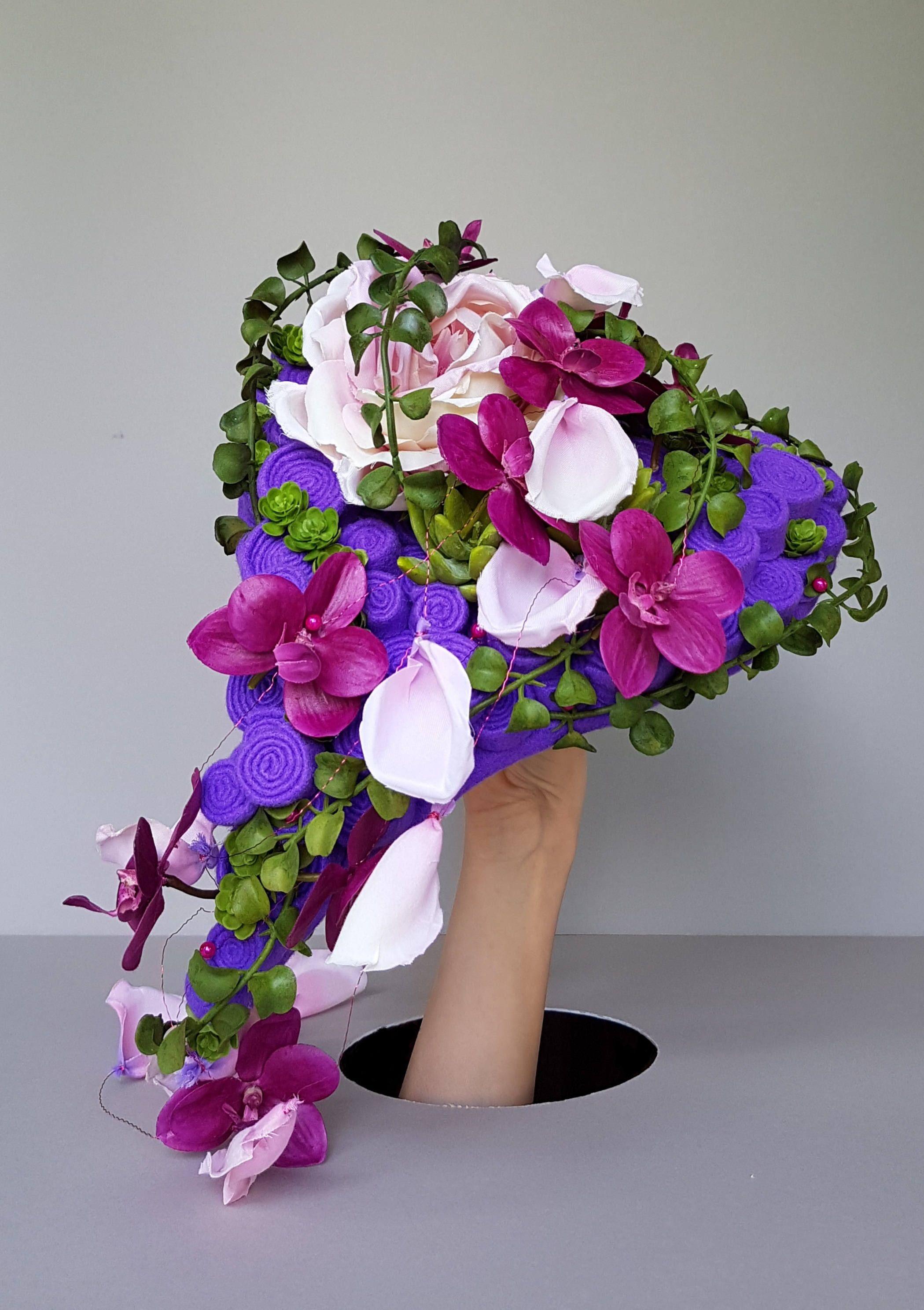 Bouquet de mari e cascade en forme de c ur pourpre roses et orchid es permanentes bridal - Bouquet de roses en forme de coeur ...