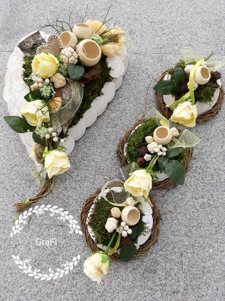 Florystyka Funeralna Dekoracja Na Grob 1 Listopada Kompozycja Nagrobna Stroik Na Grob Funeral Flowers Grave Decorations Cemetery Flowers