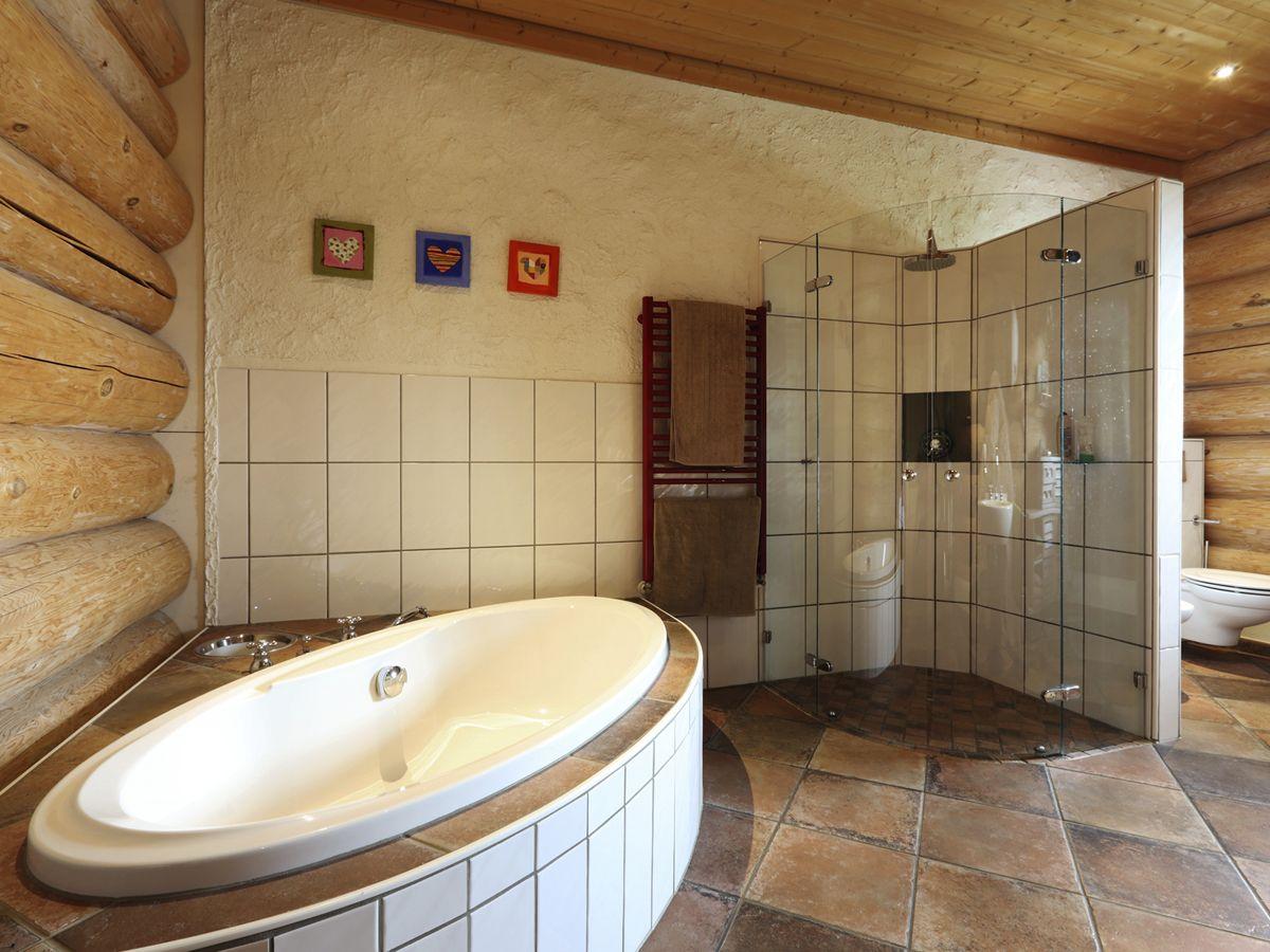 naturstammhaus #rundstammhaus #bad #badezimmer #dasholzhaus ...