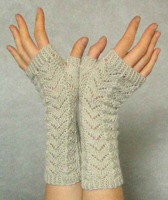 Ravelry: Linda K\'s Yummy Mummy wristwarmers pattern by Alexandra ...