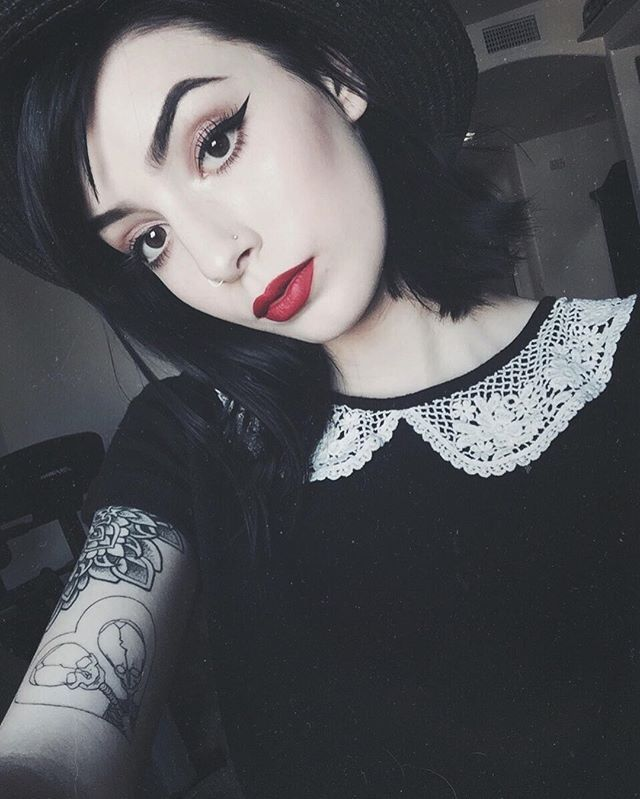 Skin White As Snow Lips Red As Blood And Hair Black As Ebony