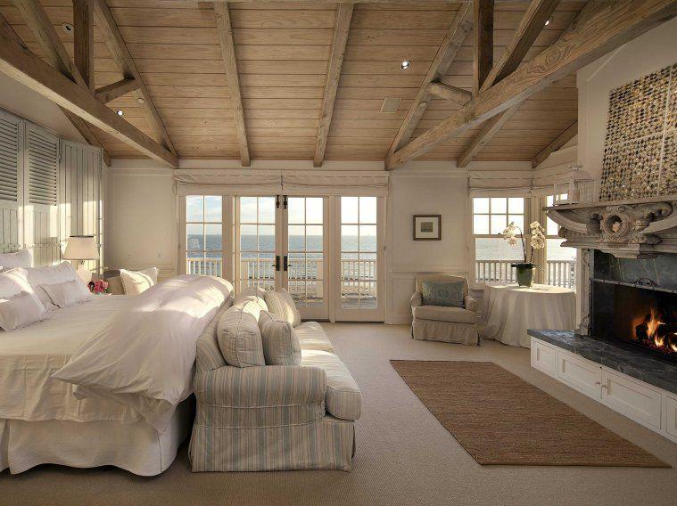 Die riesige Master-Suite verfügt über Türen, die direkt auf die Terrasse und …   – Coastal, Nautical & Hamptons Style