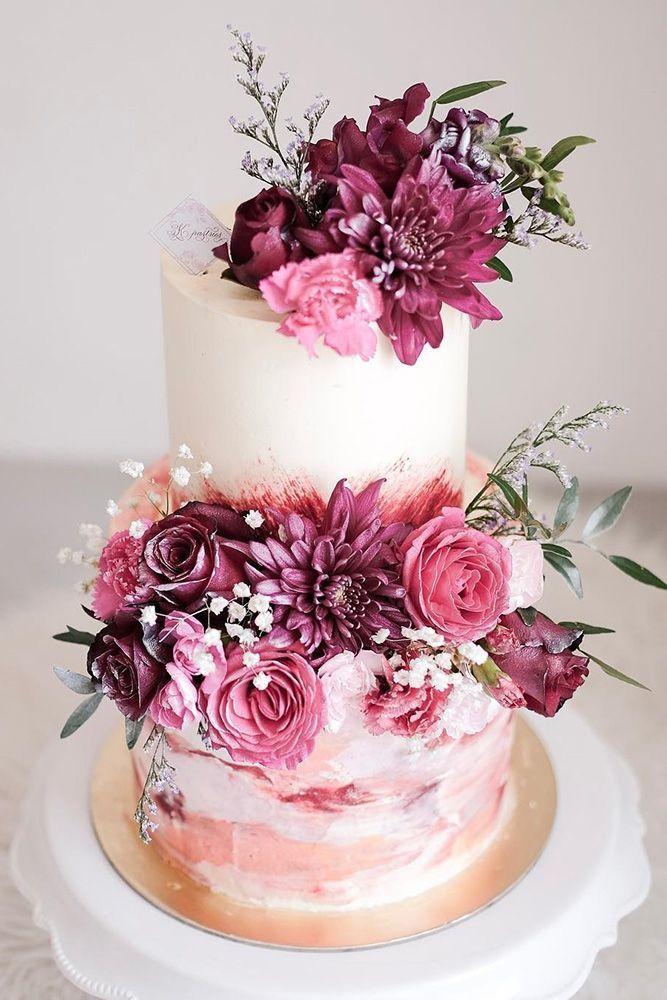 Gâteaux de mariage rustiques avec des décorations de fleurs et de baies ❤ Voir plus: www.w …