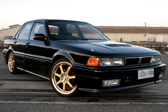 A Good Looking Eterna Zr 4 Better Known As Mitsubishi S Vr4 Before The Evo S Rally Rampage This 4g63 Engine Mitsubishi Galant Mitsubishi Cars Japan Cars