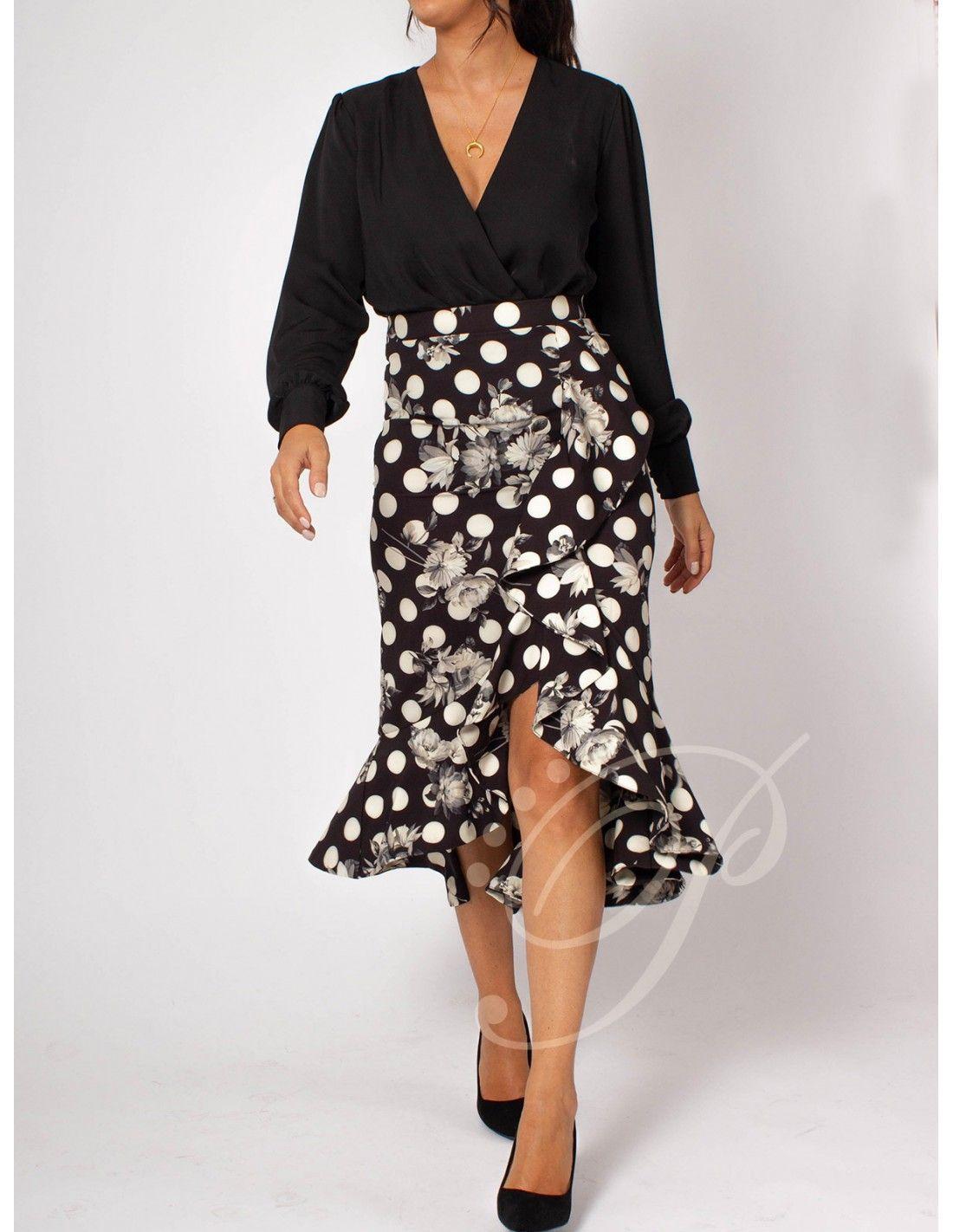be39de217c Falda Ronda - Falda asimétrica en negra con lunares blancos y estampado de  flores. Cintura
