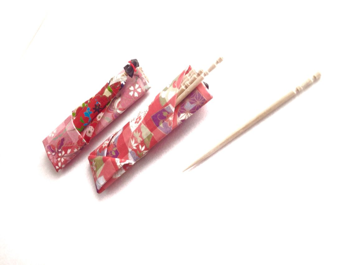 These are toothpick cases.  People in Japan often use this kind of toothpicks after they eat a meal to clean their teeth. Do you use like this toothpick in your country?  #origami #toothpick  https://www.etsy.com/jp/shop/SelectShopNORA