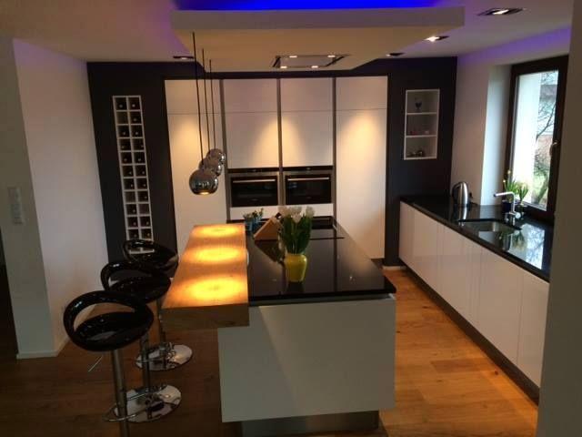 Efektowna I Nowoczesna Kuchnia 7 Modnych Aranzacji Nowoczesne Kuchnie Projekty Forum Meble Kuchenne Kuchnie Na Zamowienie Wyspa Home Home Decor Room
