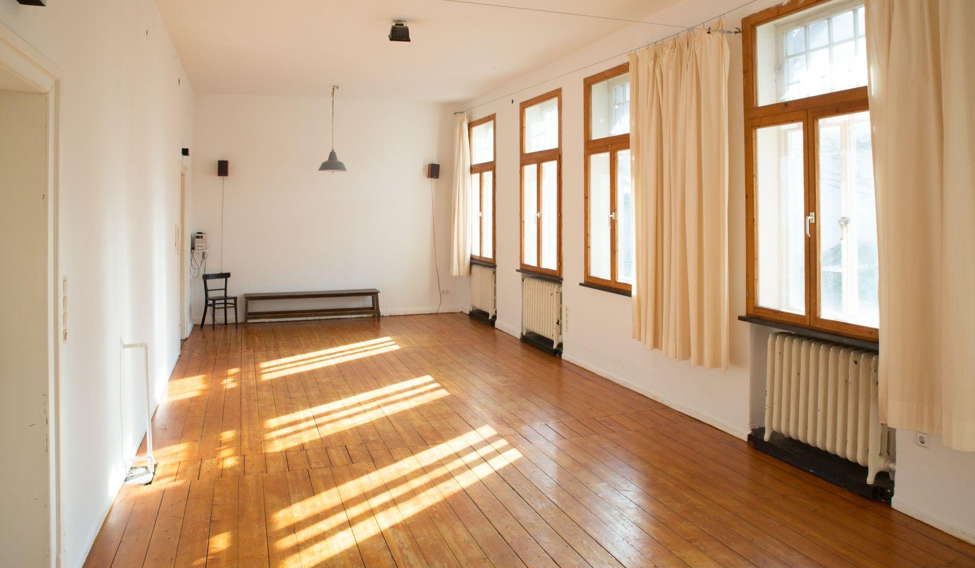 Das theaterkontor ist ein Werkstatthaus für die freie Kreativszene Bremens. Es beherbergt unterschiedliche Kulturinitiativen und bietet Proben- bzw. Kurs...