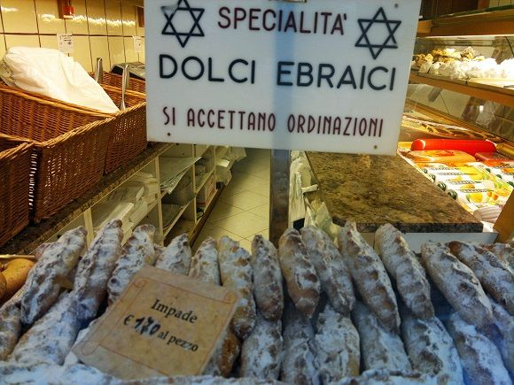 Exploring the Jewish Ghetto in Venice and getting rather hungry :-)