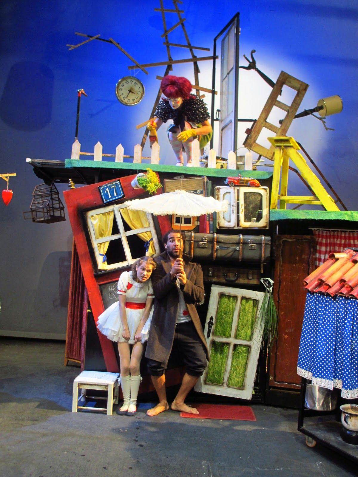 """Cenografia e figurinos do espetáculo, """"O meu pai é um Homem-Pássaro"""", Teatroesfera, 2014"""