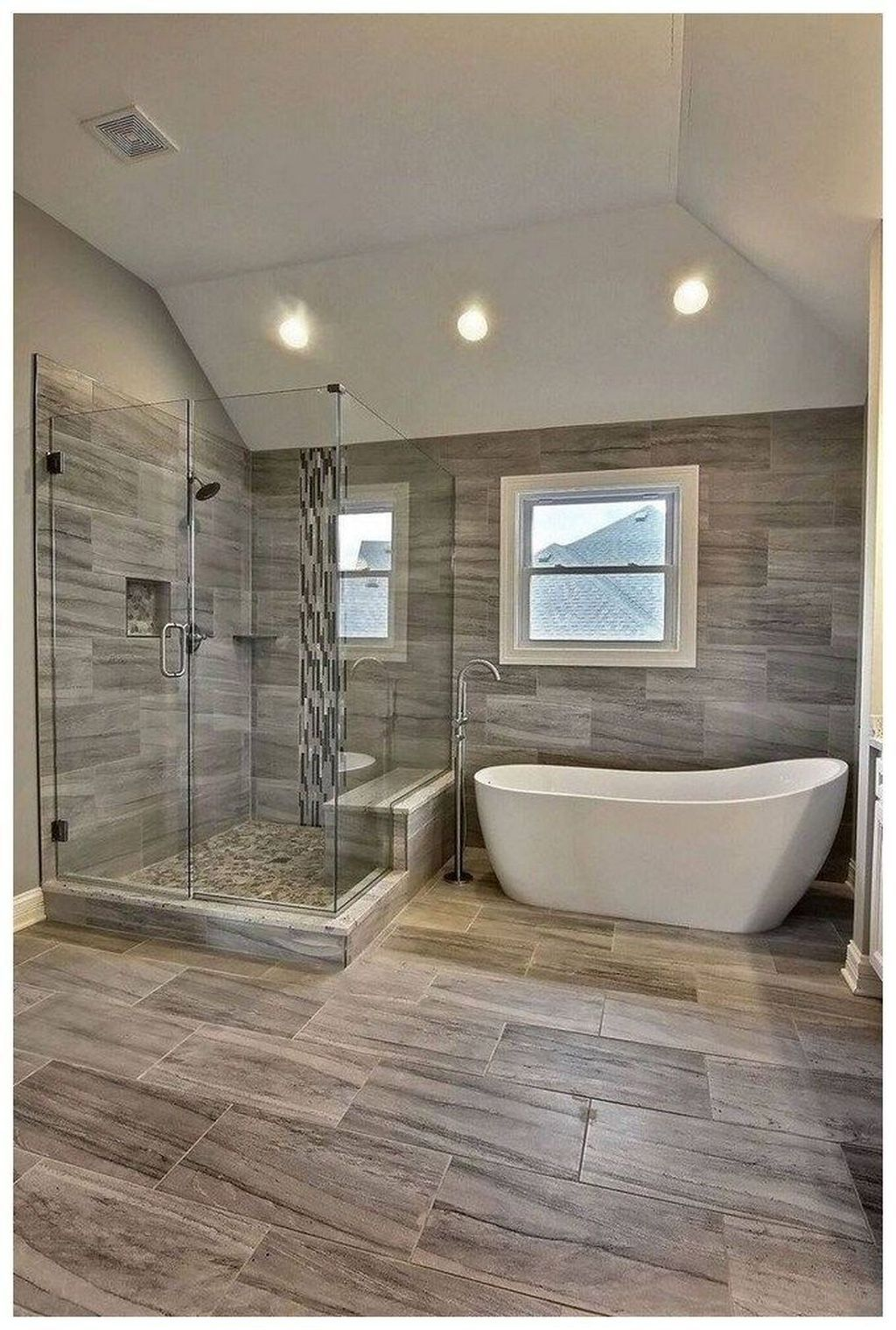 34 Fancy Master Bathroom Design Ideas For Amazing Home In 2020 Master Bathroom Design Restroom Remodel Bathroom Renovation Diy