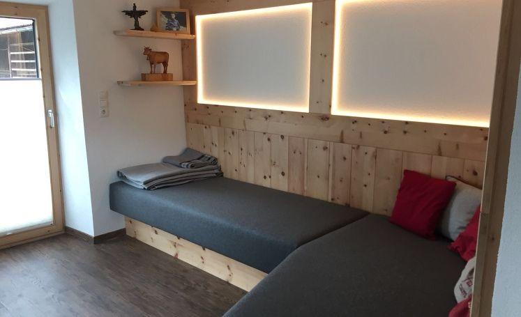 Moderne Zirbenstube, Wohnzimmer, Couch, Couch, Stube
