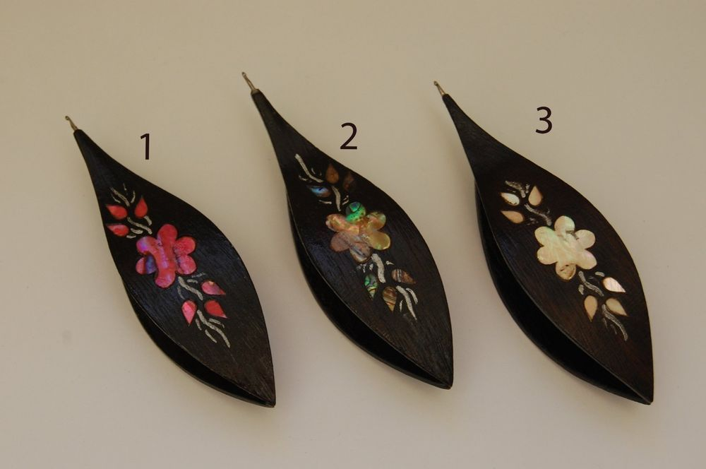 Wooden Tatting Shuttle Hand Made in Black Wood /& Painted