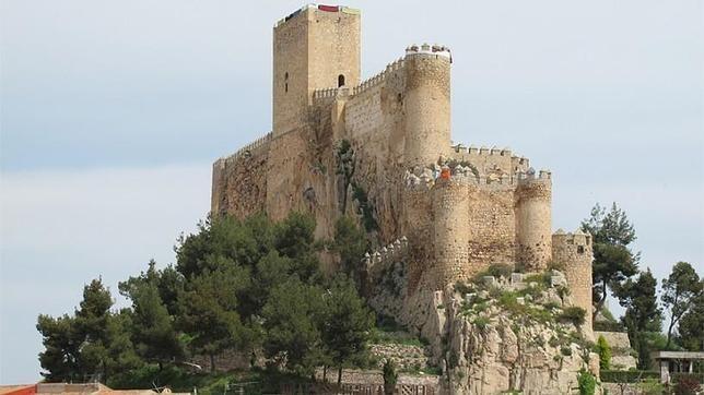 Así son los 17 lugares de España que optan al Mejor Rincón 2015. Castillo de Almansa, Albacete