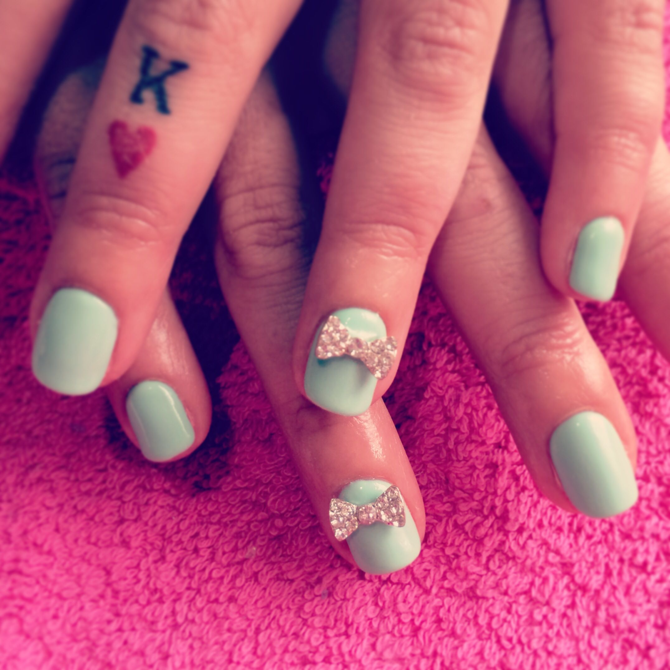 Mint calgel with 3D bows