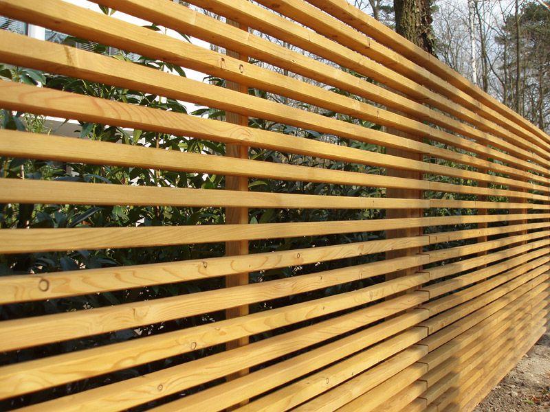 Design Sichtschutzzaun aus Stahl Holz Sibirische Lärche