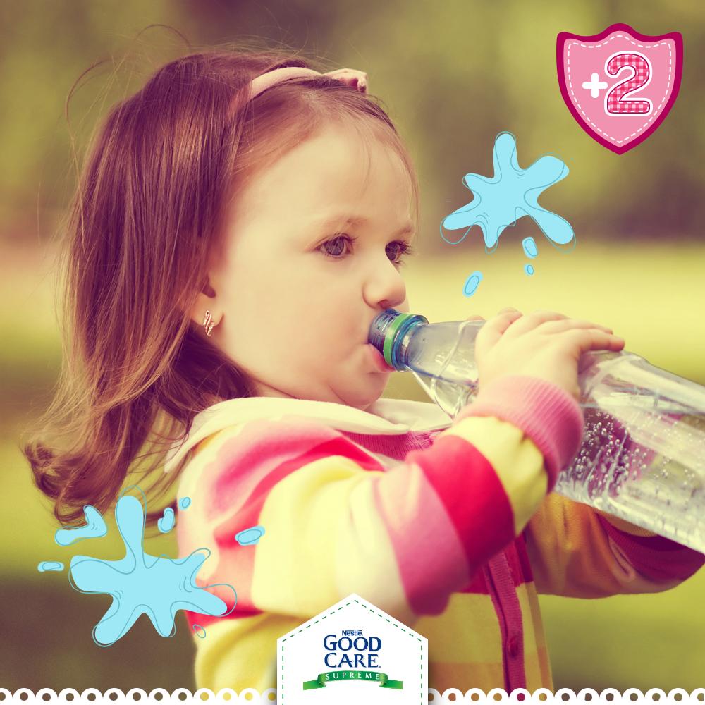 Aunque haga frío es necesario hidratar a tu pequeño. En esta temporada que lo tienes muy tapado, suda mucho, por lo que pierde líquidos.