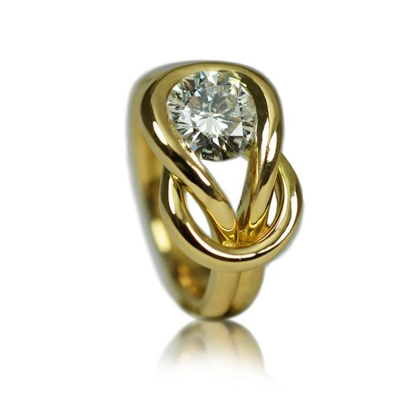 18 carat tgold diamond ring
