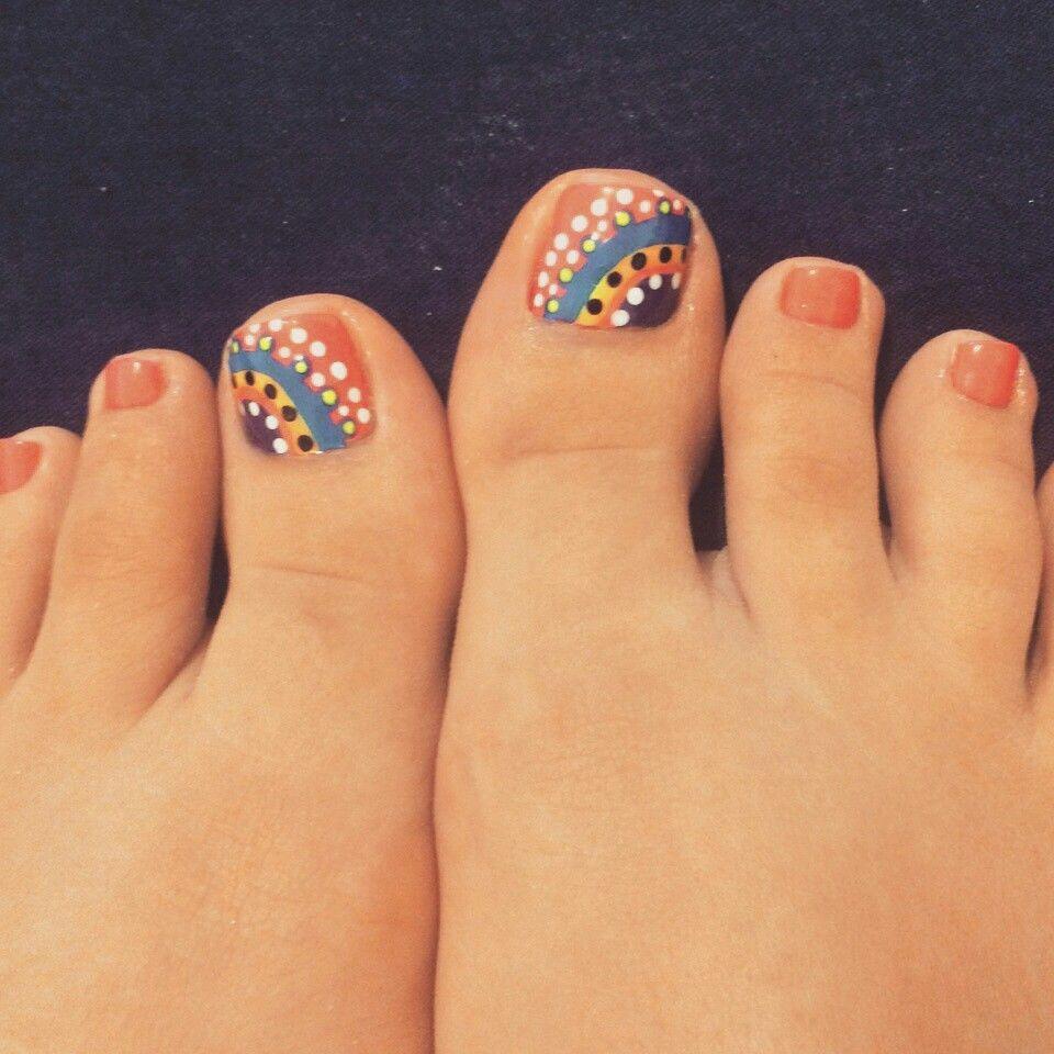 U as pies decoradas puntos y mucho color manicura y - Unas de pies decoradas ...