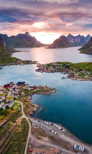 Laissez-vous transporter par cette vue incroyable !  #mariage  #wedding #weddingexperience #bride  #bridetobe  #groom #bridal #love #amor #amour #engaged #engagement #ring #photooftheday #france #fiancé #lunedemiel #voyagedenoces #honeymoon #escapade #voyages #momentsenamoureux #intimité #fjordsdeNorvège #fjords #Norvège