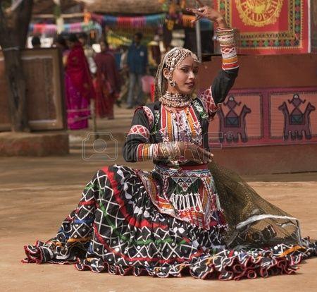 Female kalbelia dancer in traditional tribal dress performing at the annual Sarujkund Fair near Delh Stock Photo