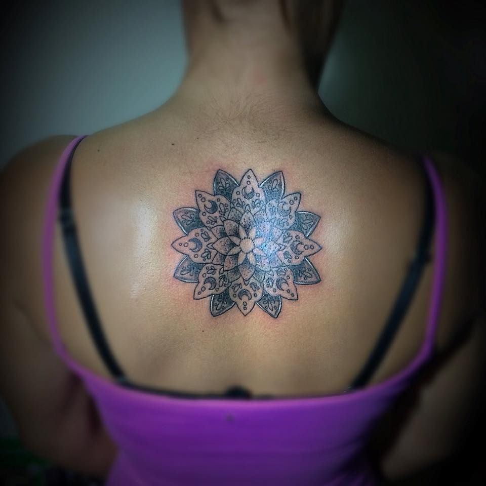 mandala, gabodiaz04, espalda, tattoo, black, negro, lineas, line, ink, venezuela, lara, barquisimeto.