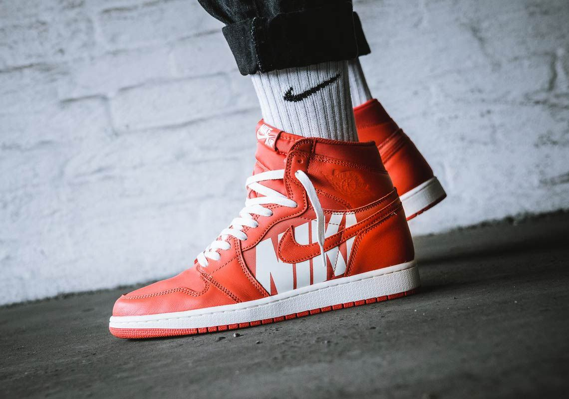 An On,Foot Look At The Air Jordan 1 Retro High OG Vintage