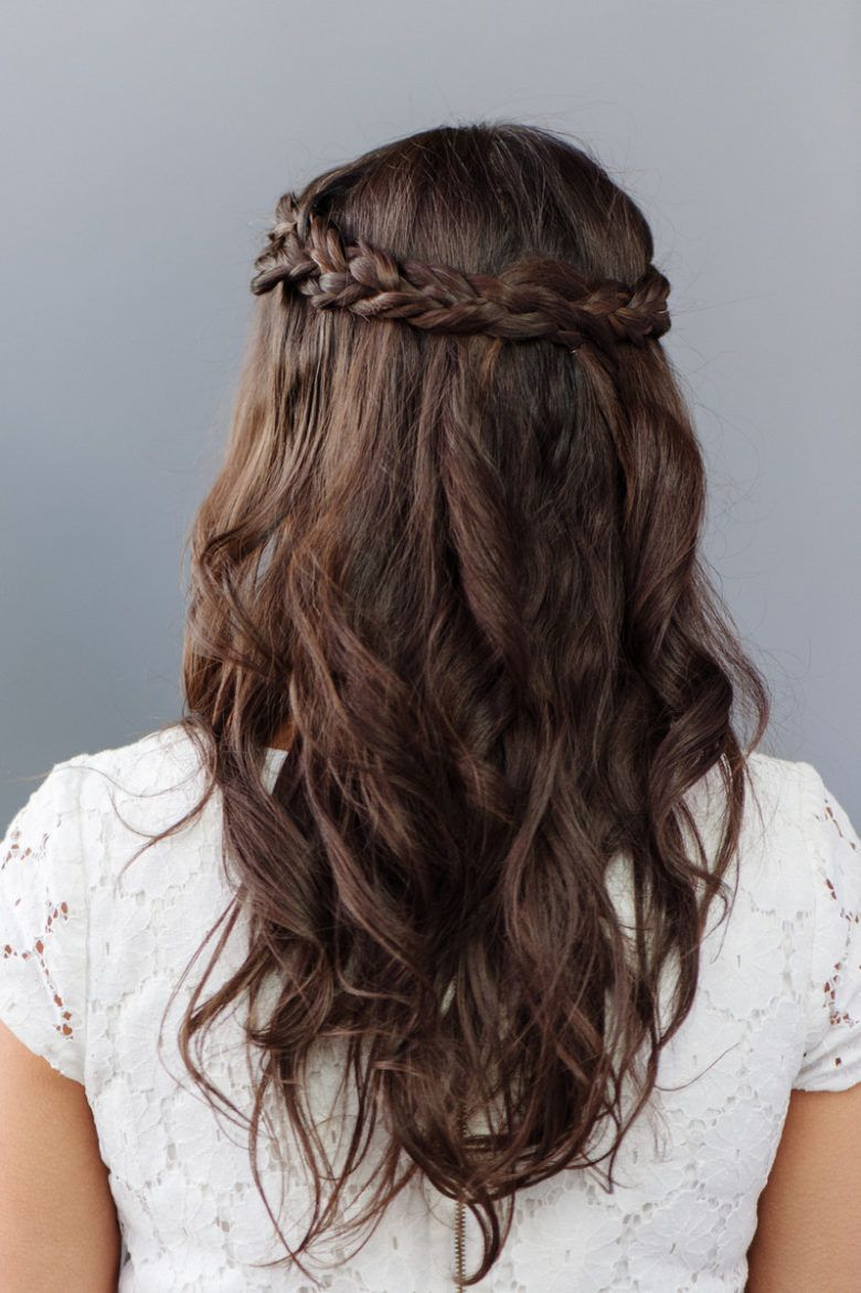 30 Bridesmaid Hairstyles Your Friends Will Love A Practical Wedding Hair Styles Medium Hair Styles Wedding Hairstyles Bridesmaid
