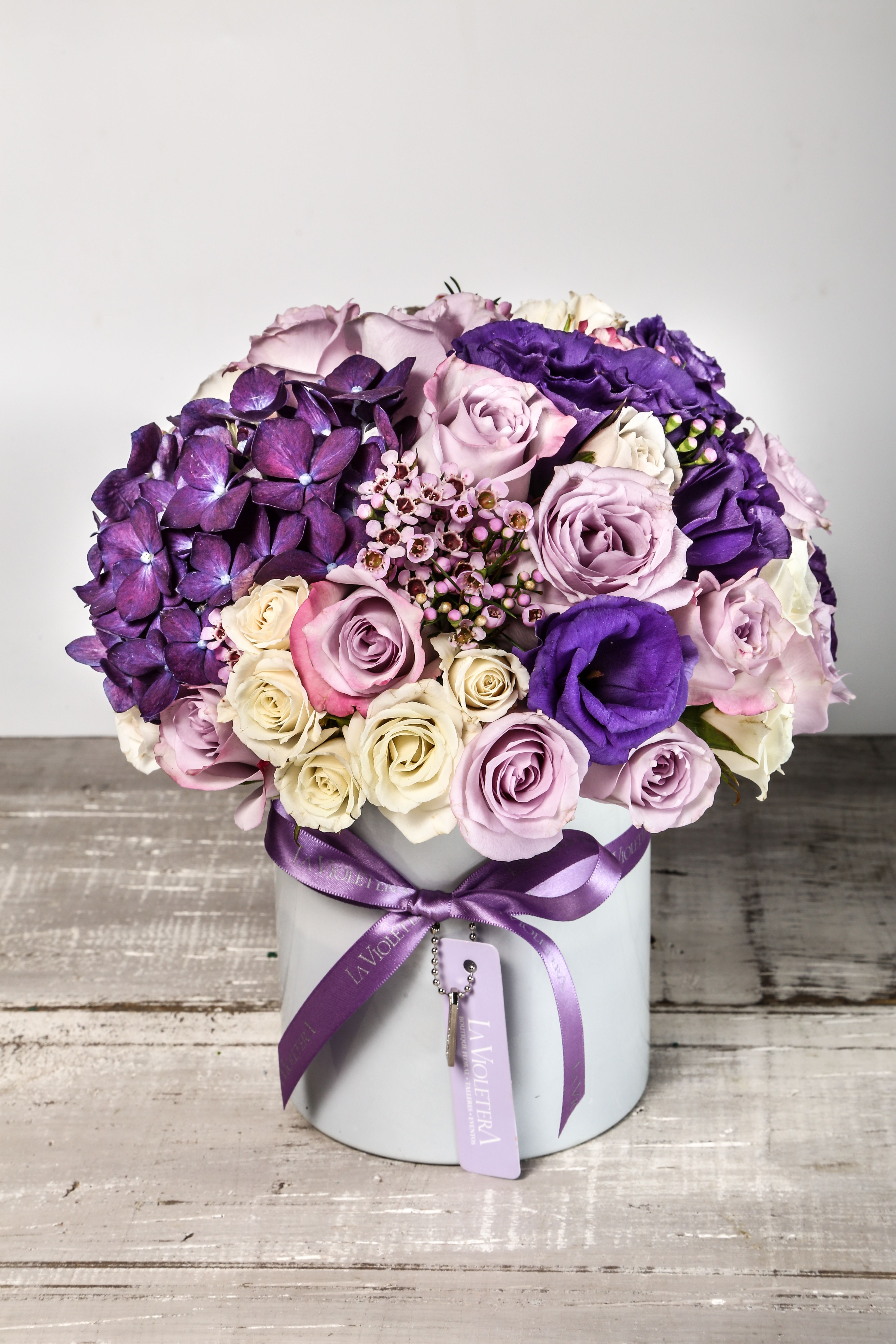 arreglos floral con hortensias rosas y minirosas especial para enamorar