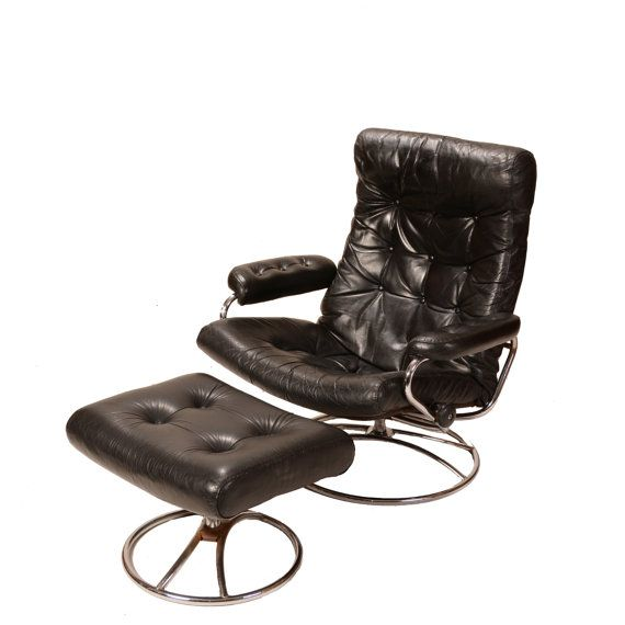 this is a very comfy leather stressless recliner by ekornes in great vintage condition the